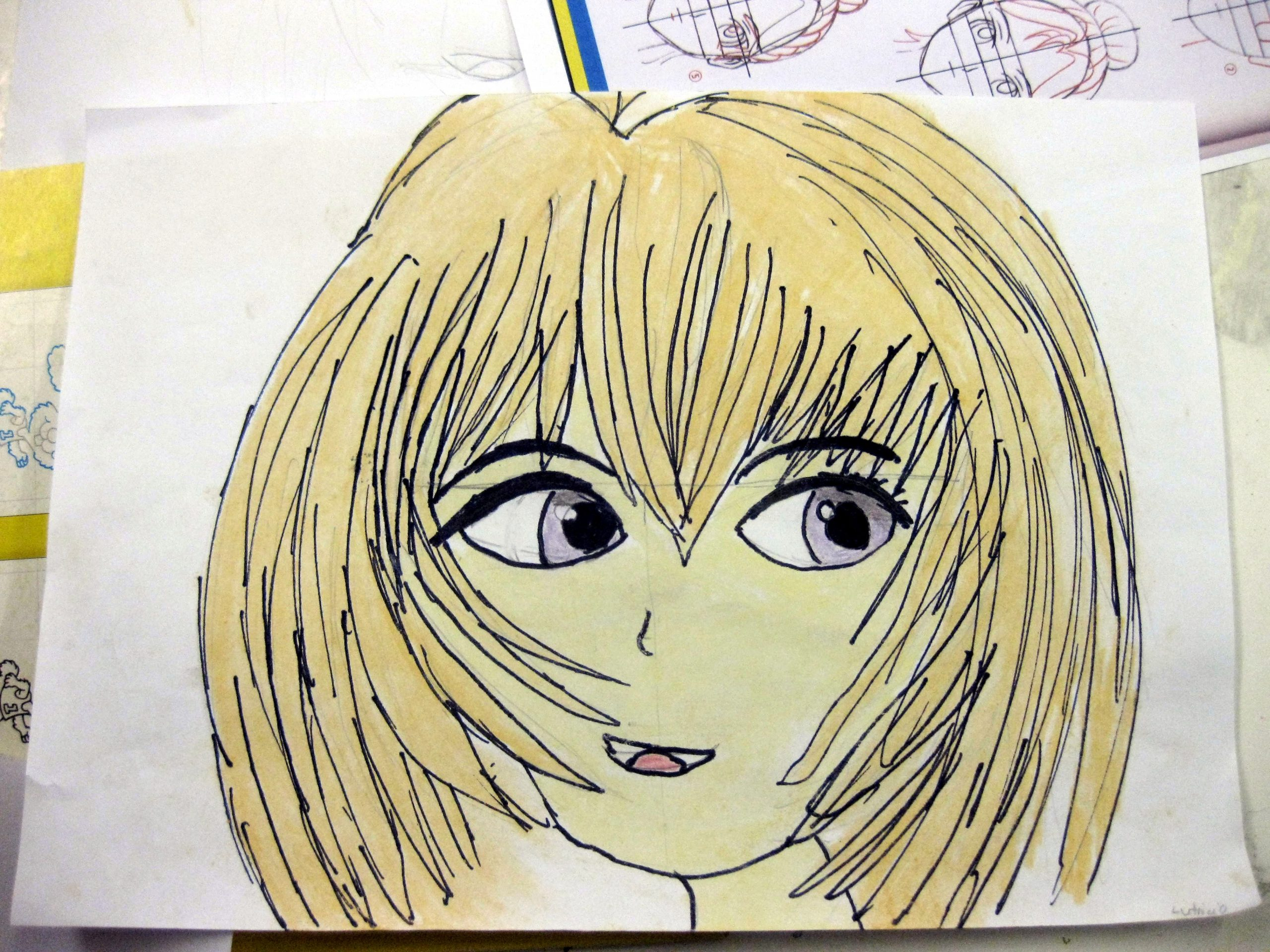 Ein Mädchen mit blonden Haaren.