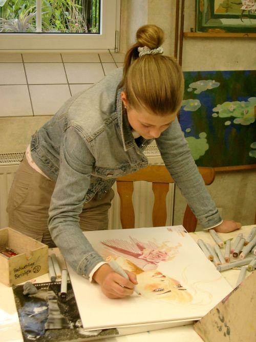 Der Kurs für Jugendliche. Hier wird konzentriert gemalt.