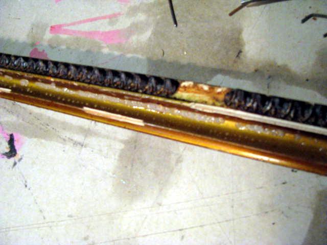 Wenn Ornamente an Rahmenleisten abgebrochen sind ersetzen wir diese. Dazu modellieren wir das Elemt per Hand nach.