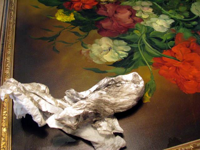 Ölbilder reinigen und reparieren. Man sieht ein schmutziges Tuch auf einem sauberen Ölbild